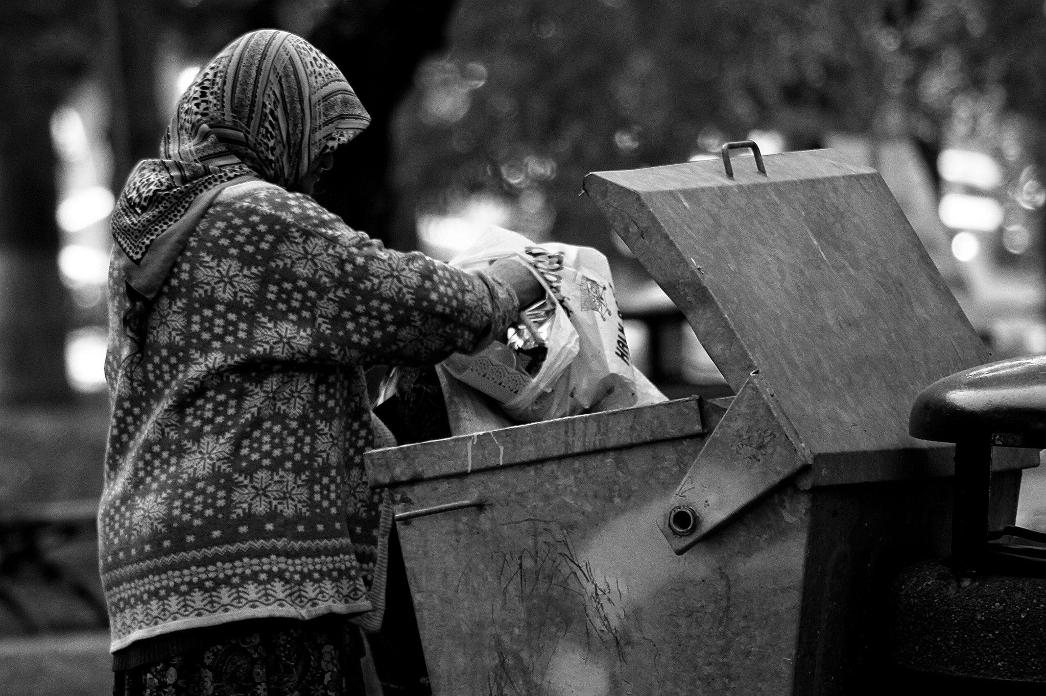 Yoksullaşmaya devam ediyoruz