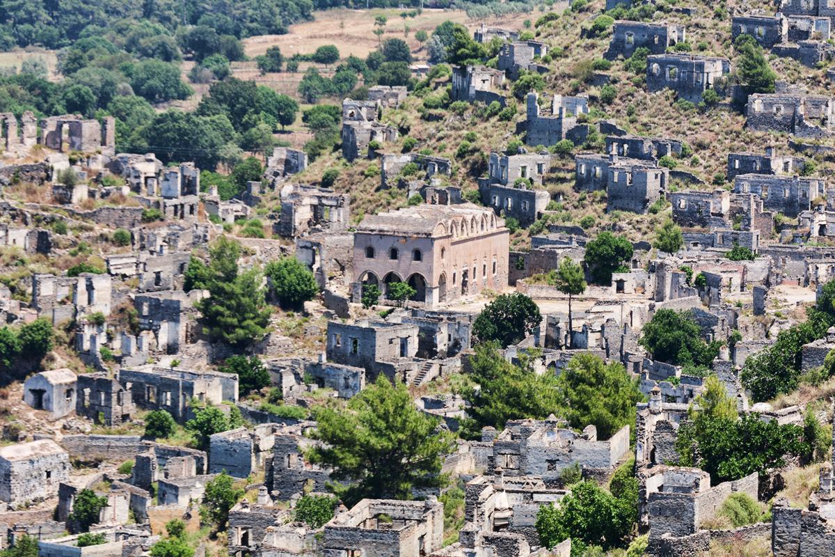 'Dünya Barış Köyü' yok oluyor