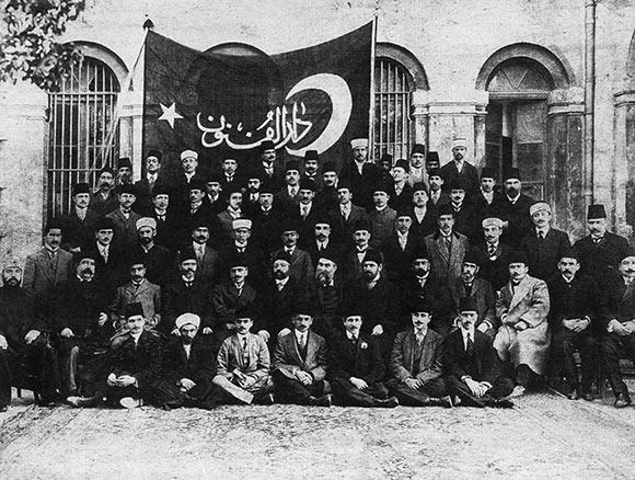 30 kasım 1925 - Tekke ve zaviyelerin kapatılmasına ilişkin kanun kabul edildi.