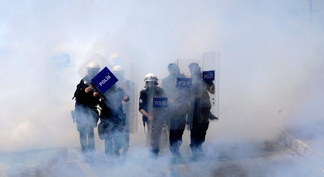 Avcılar Newrozu'nda gazdan etkilenen yurttaş yaşamını yitirdi