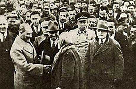 2 Kasım 1981 - İkinci İzmir İktisat Kongresi açıldı.