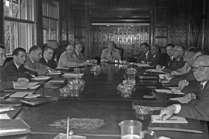 13 Kasım 1960 - MBK kendini feshedip bu 14 üyeyi görevden alarak tekrar kuruldu.