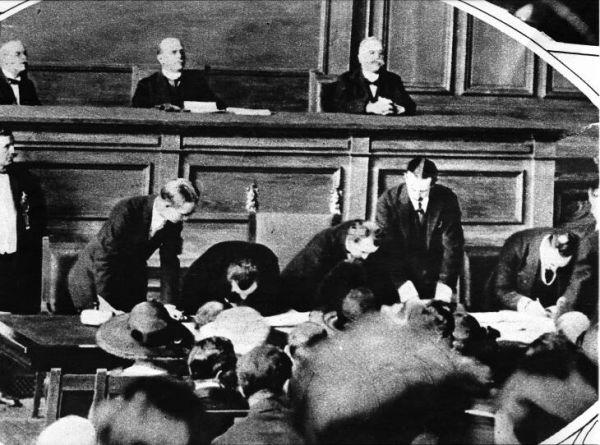 9 Kasım 1936 Montreux Boğazlar Sözleşmesi yürürlüğe girdi.