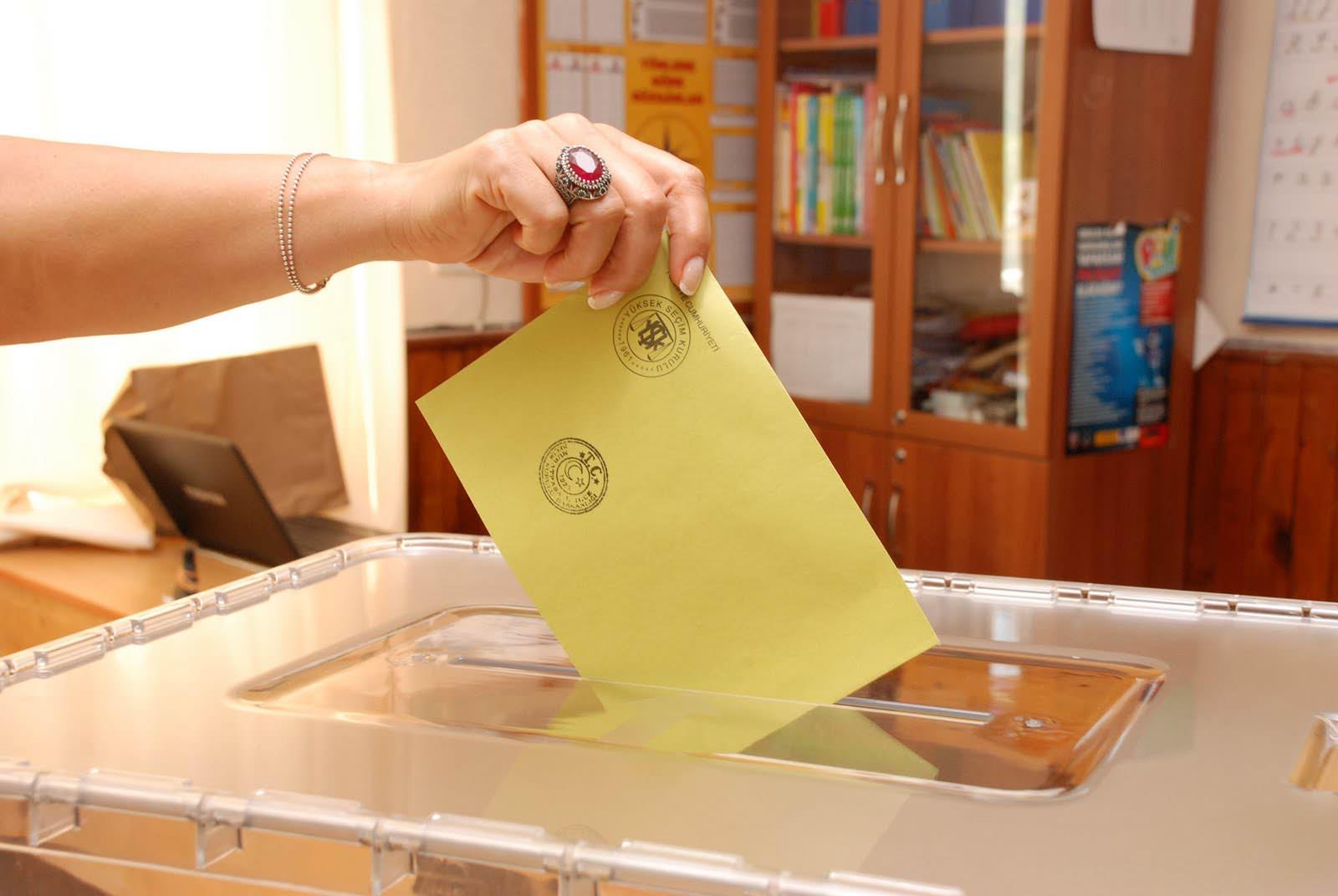Türkiye seçime uyandı