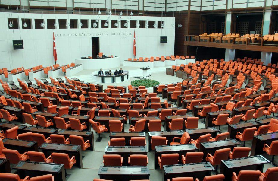 Torba yasa komisyondan geçti