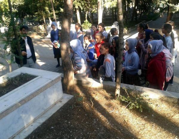 Mezarlıkta ahiret dersi
