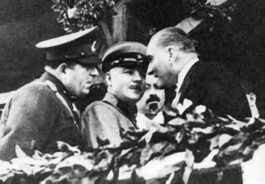 Mustafa Kemal ve Kliment Voroshilov, 29 Ekim 1933