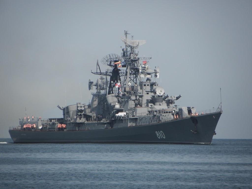 Rus savaş gemisi Türk teknesine uyarı ateşi açtı