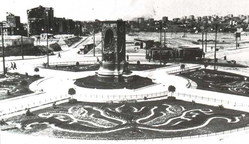 Taksim Cumhuriyet Anıtı, 1930'lu yıllar