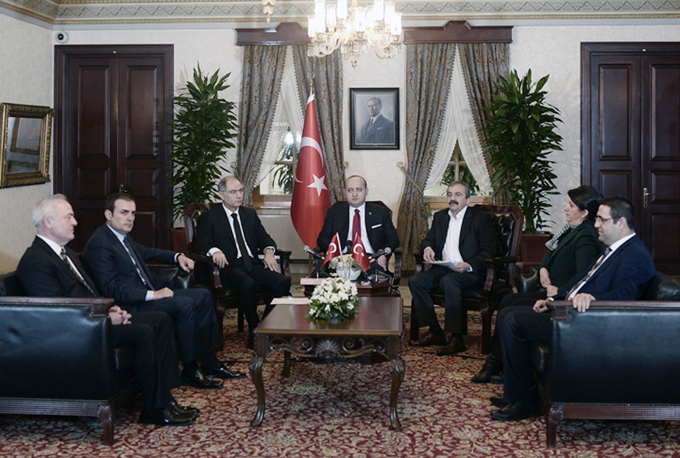 İki metnin analizi |  AKP ve Kürt siyaseti: Sokakta savaş, siyasi talepte uyum mu?