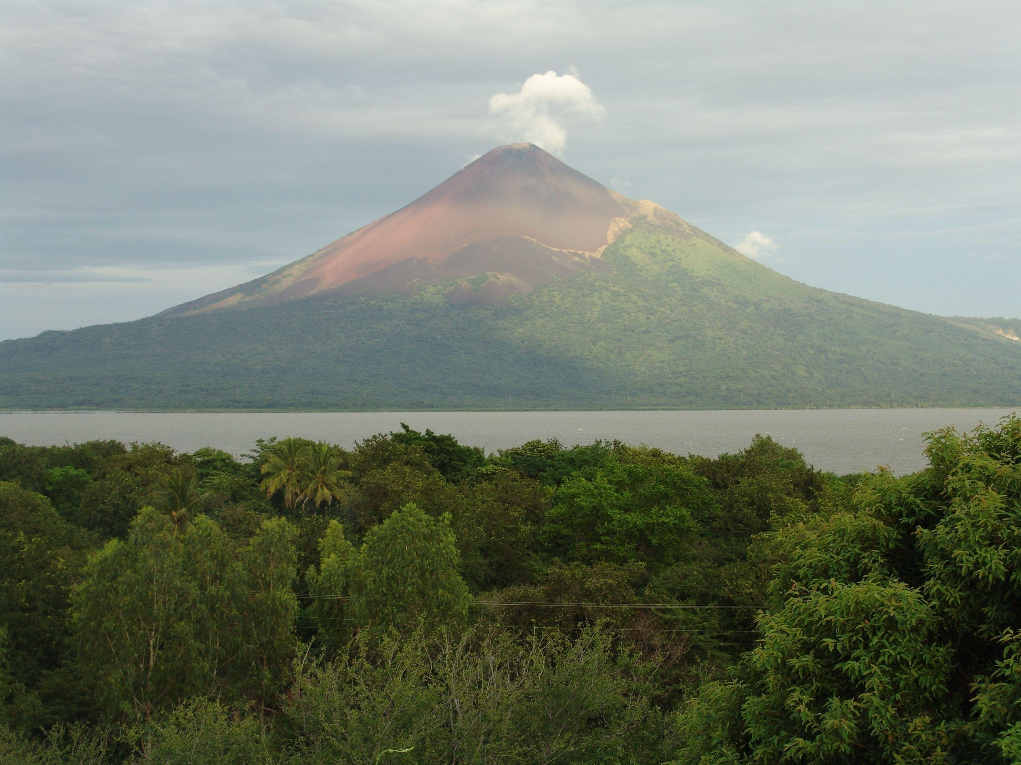 VİDEO | Momotombo Yanardağı faaliyete geçti