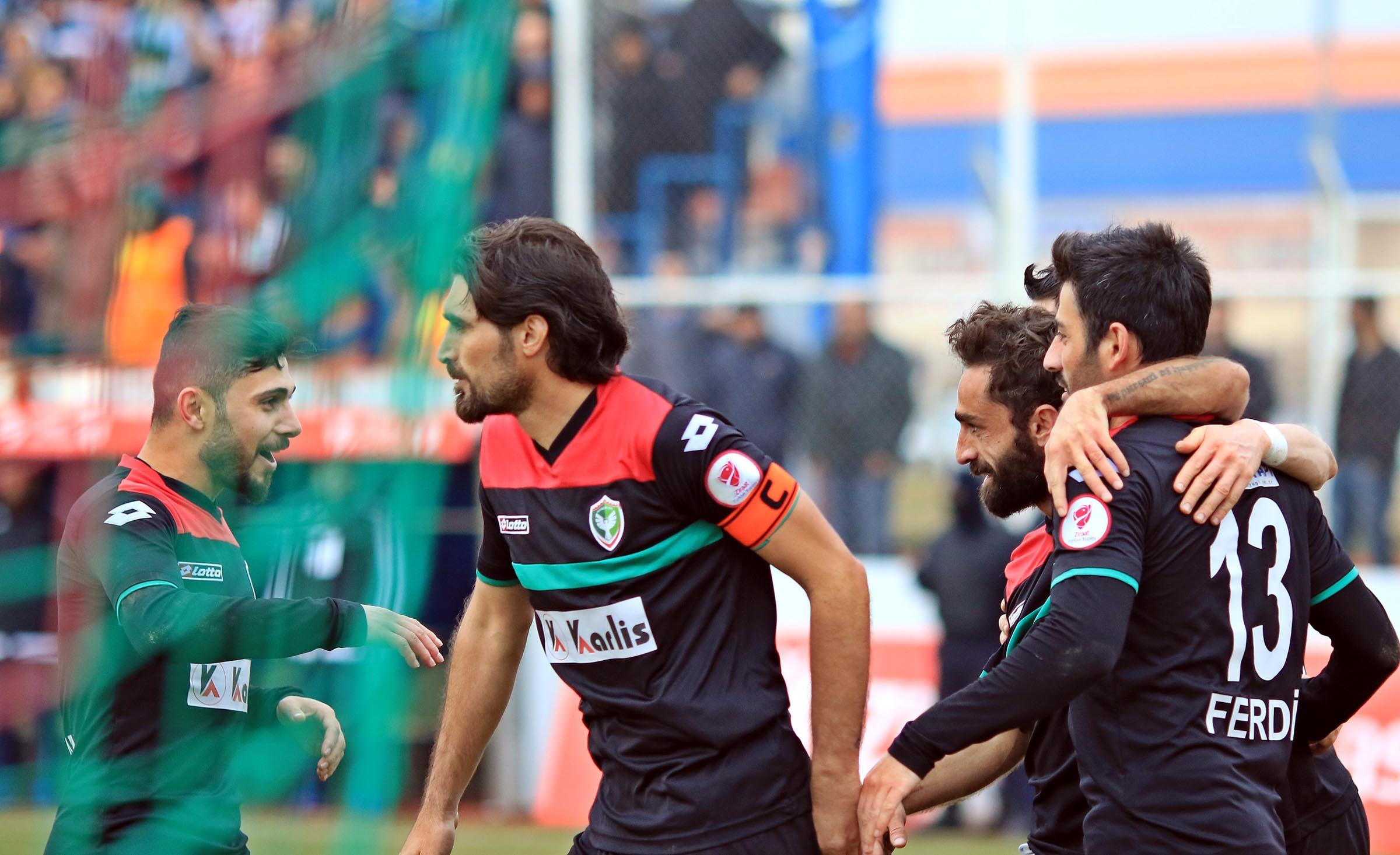 Provokatörler kaybetti: Amedspor Bursaspor'u eledi