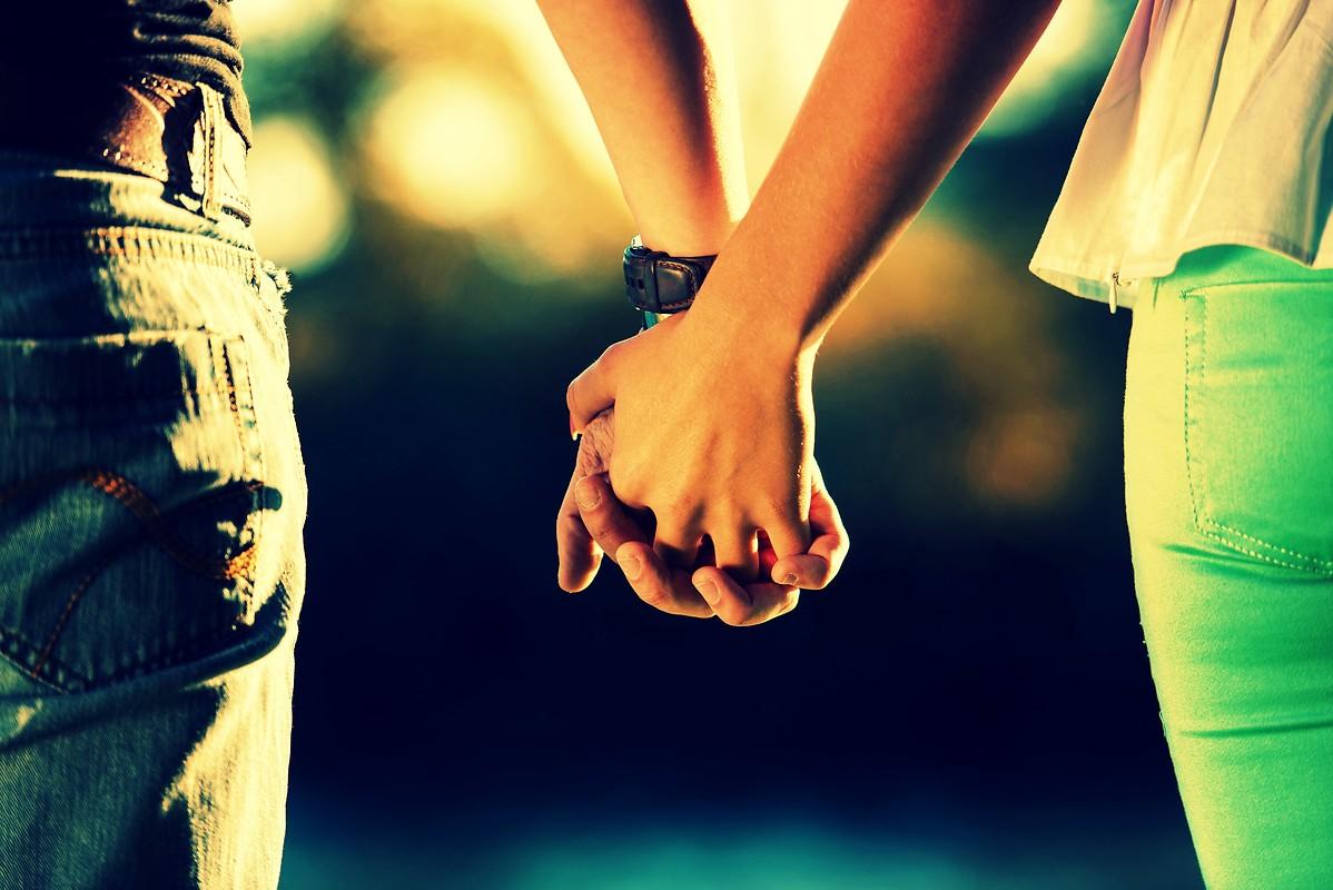 Diyanet'ten nişanlı çiftlere fetva:'El ele tutuşmayın','Baş başa kalmayın'