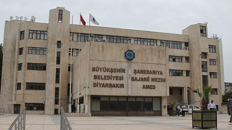 AKP'nin belediyeleri terbiye arayışı