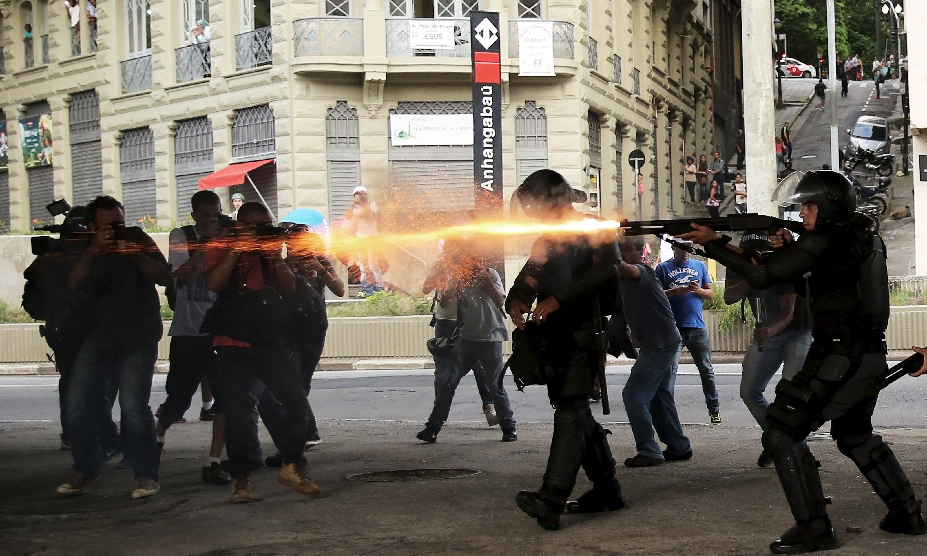Brezilya'da toplu taşıma ücretlerine yapılan zamlara karşı eylem