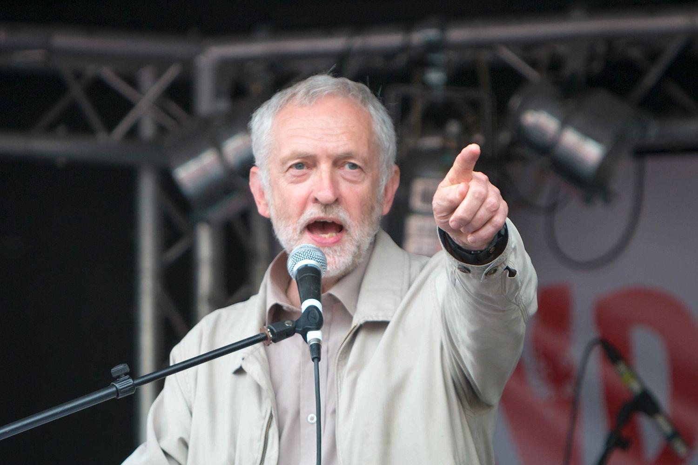 """""""Solcu"""" Corbyn'den IŞİD'le görüşme önerisi"""