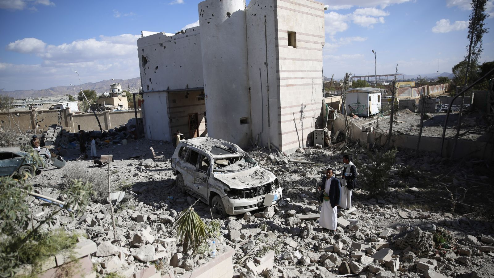 Suudiler Yemen'de yine hastane vurdu