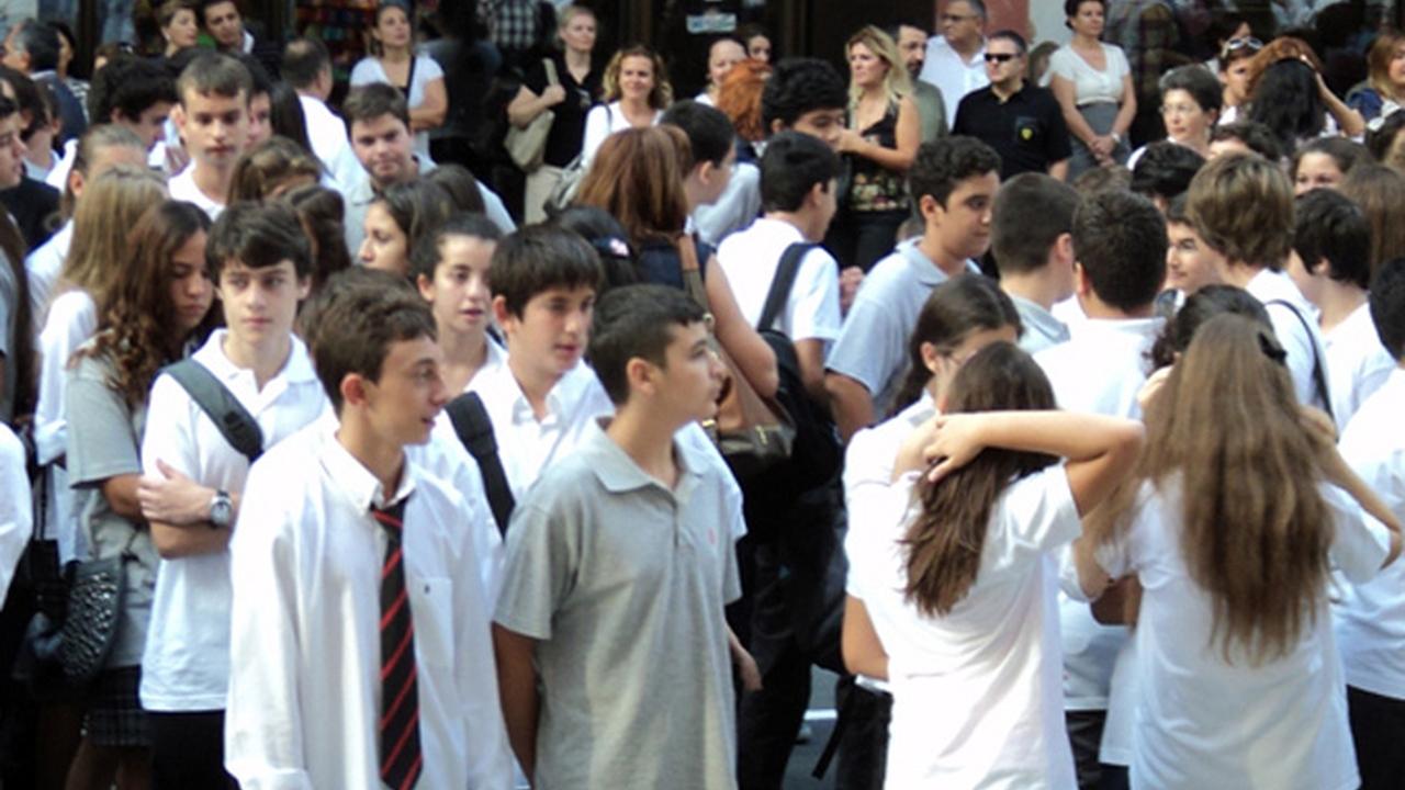 Bir sapıklık daha: Din öğretmeni, pantolon-tayt giyen kızlara şehvet duyuyormuş!