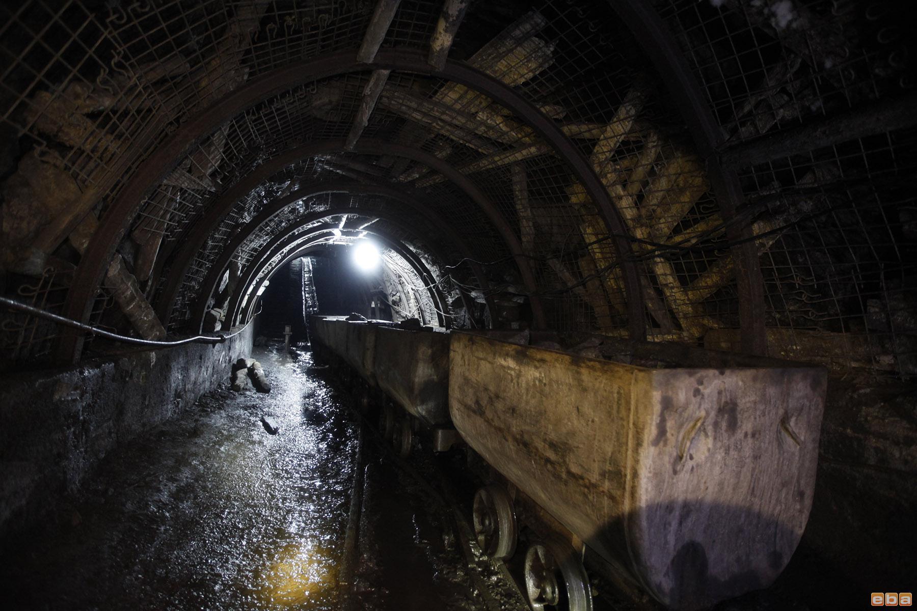 Maden ocağında freni bozulan vagon işçilere çarptı: 4 işçi yaralı