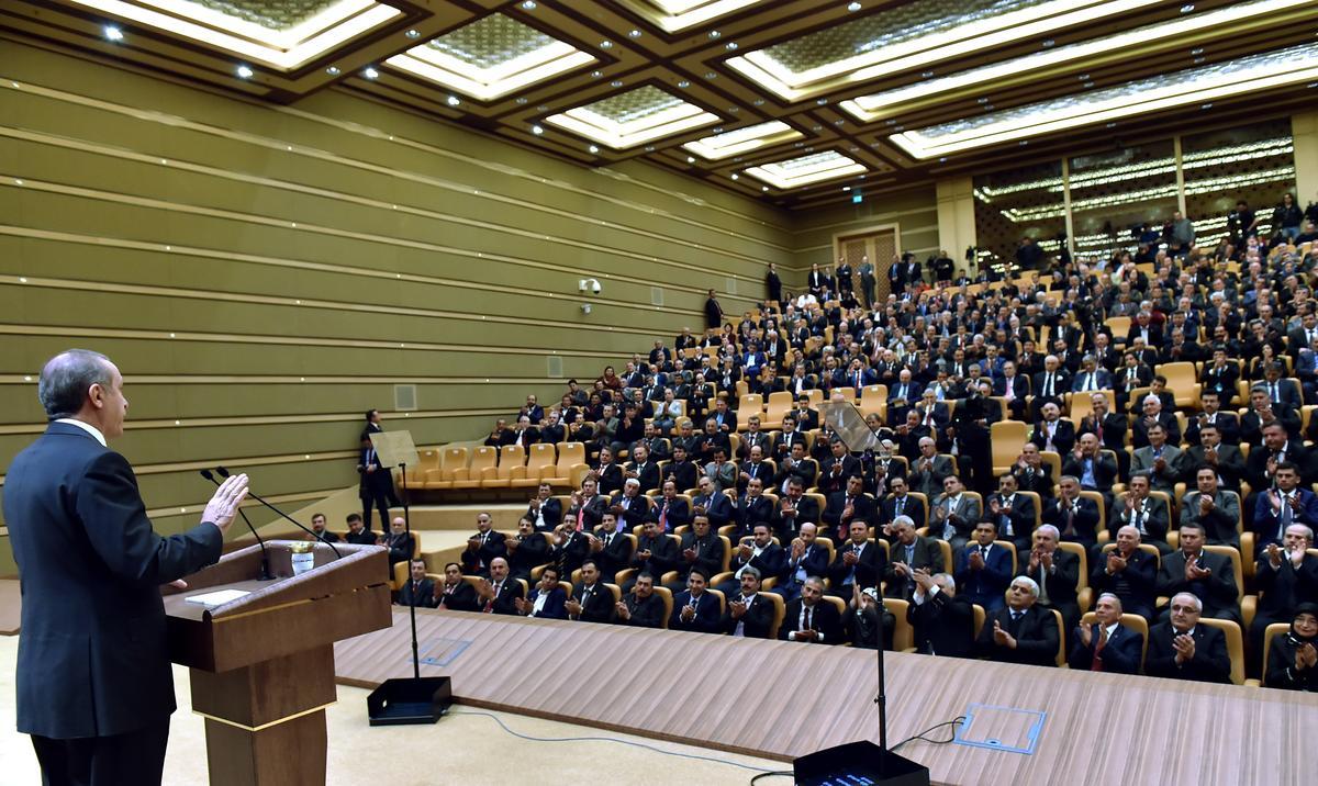 Muhtarları görünce dayanamıyor: Erdoğan esti, gürledi
