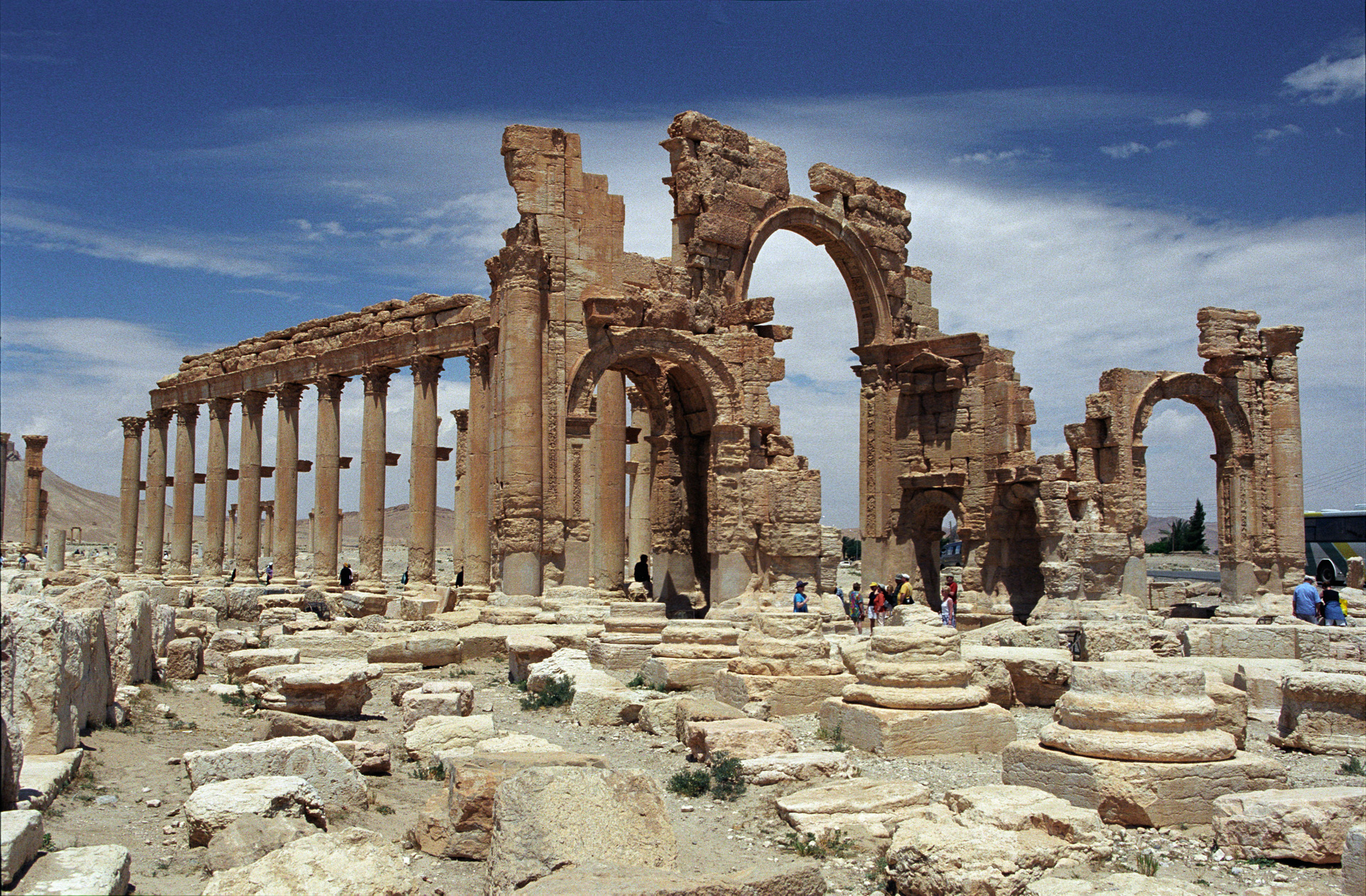 Suriye Ordusu tarihi Palmira kenti için operasyona başladı