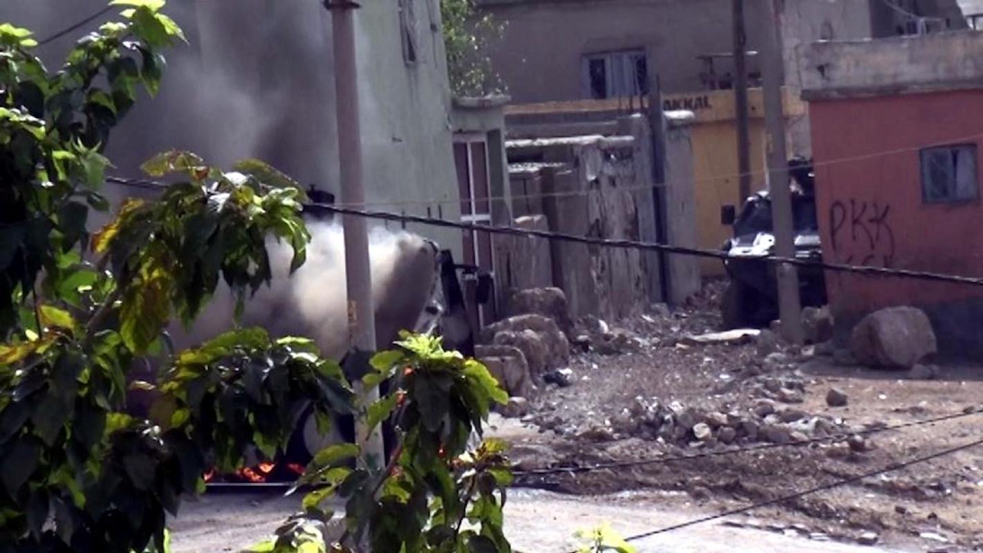 Cizre'de binaya sığınan yaralılara yardım yok