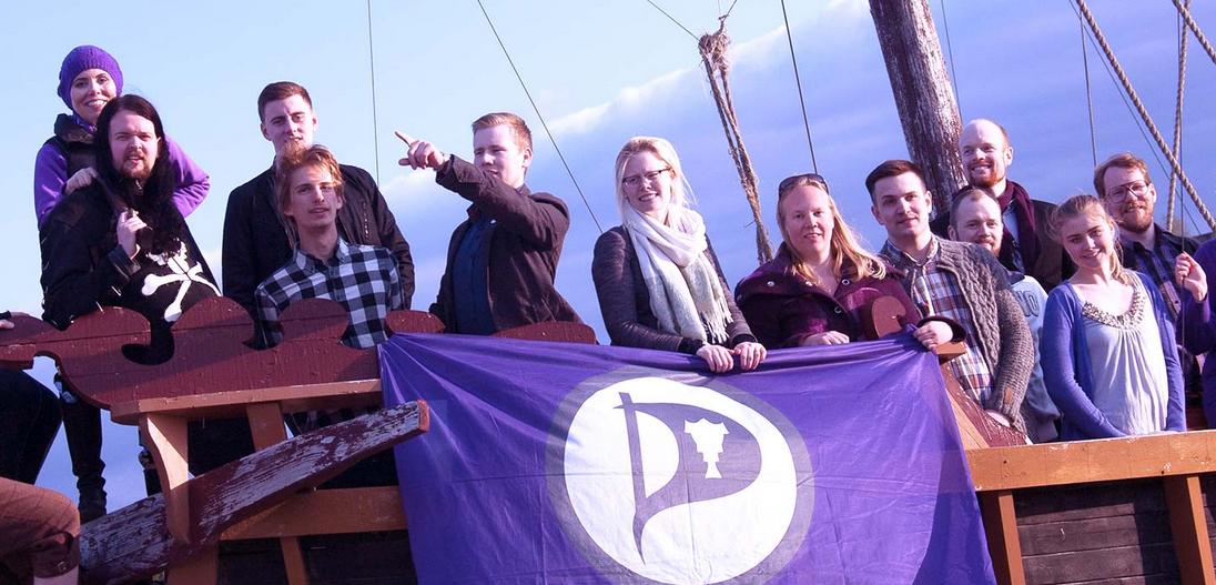 Korsan Parti İzlanda'nın en büyük partisi oldu
