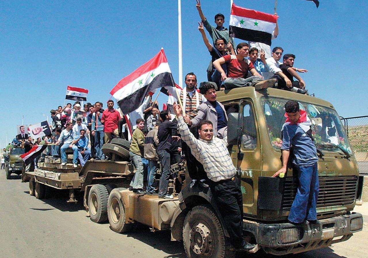 ANALİZ | Suriye halkını bir zafer mi, yoksa uluslararası yeni bir müdahale mi bekliyor?