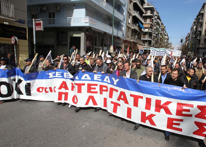PAME'nin grevi Yunanistan'da hayatı durdurdu