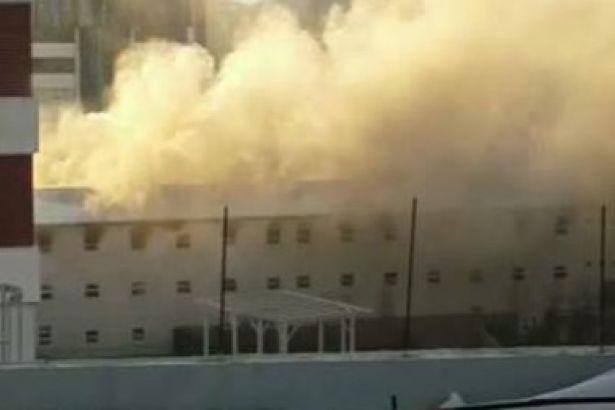 Konut inşaatının yatakhanesinde yangın