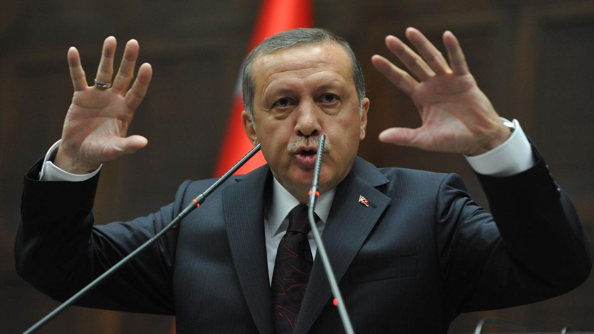 Yeni Akit yazarından itiraf gibi yazı: Erdoğan el etek çekse AKP bir ay dayanabilir mi?