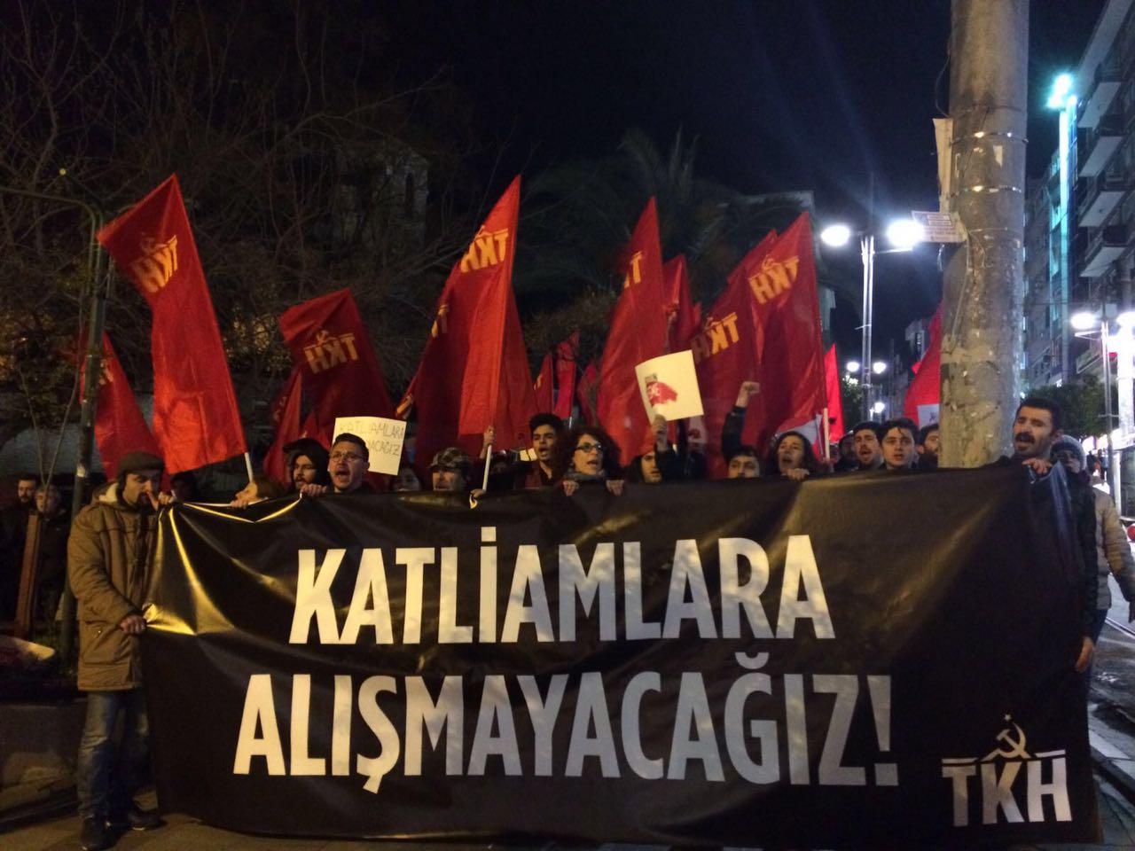 Komünistler korku rejimine ve katliamlara karşı sokakta