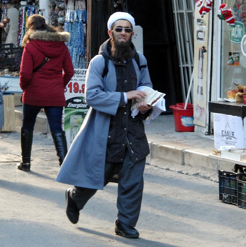 Memurların kıyafet yönetmeliği değişiyor: İşte AKP'nin yeni memuru