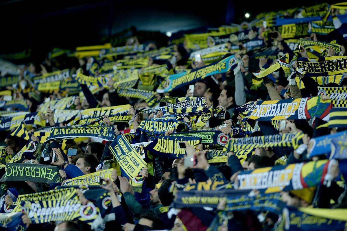 VİDEO | Fenerbahçe tribünleri tek yürek: Kalbimiz kapkara seninleyiz #Ankara