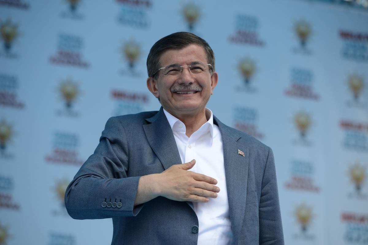 Davutoğlu, Erdoğan'dan geri kalmadı: Mahkeme salonlarına gitmek şeffaflığın istismarı