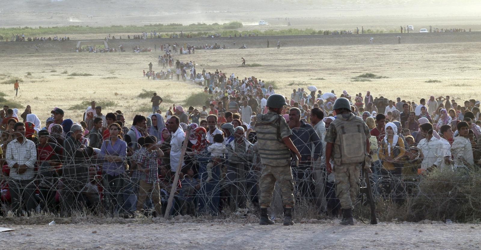 The Times: Türk sınır muhafızları sınırı geçmeye çalışan göçmenleri vuruyor