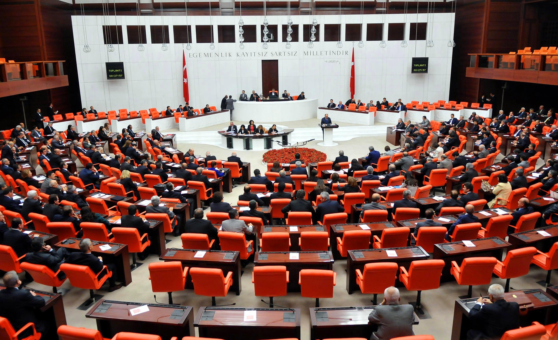 AKP'lilerden Meclis'te