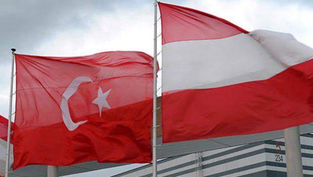 Avusturya çifte vatandaşlığı iptal ediyor