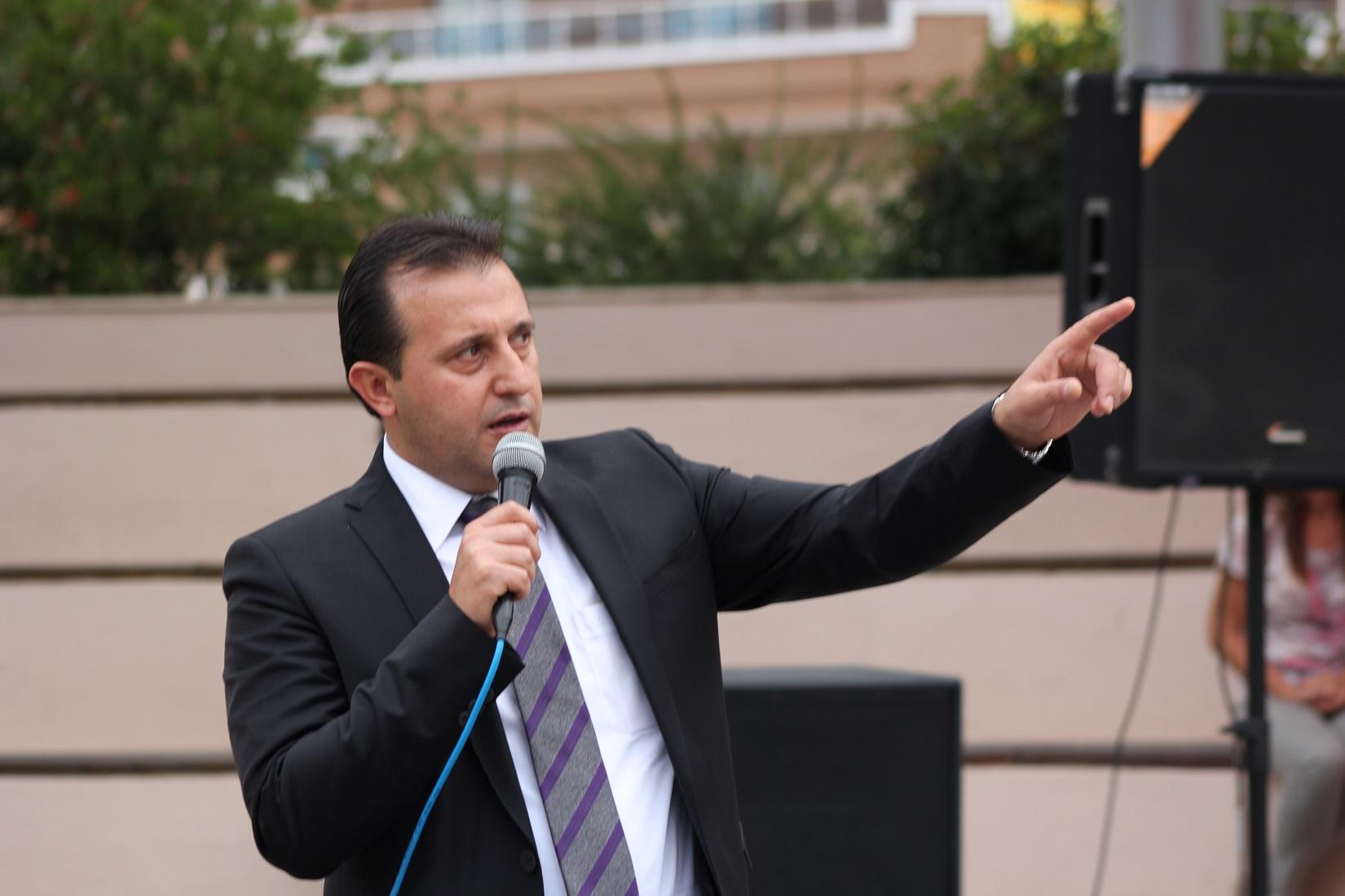 Bir AKP'li portresi: Menderes'in yağmacı ve küfürbaz belediye başkanı