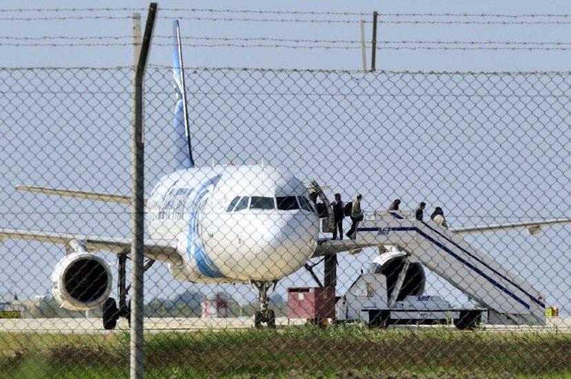 Kaçırılan Mısır uçağında hava korsanının kimliği şaşırttı
