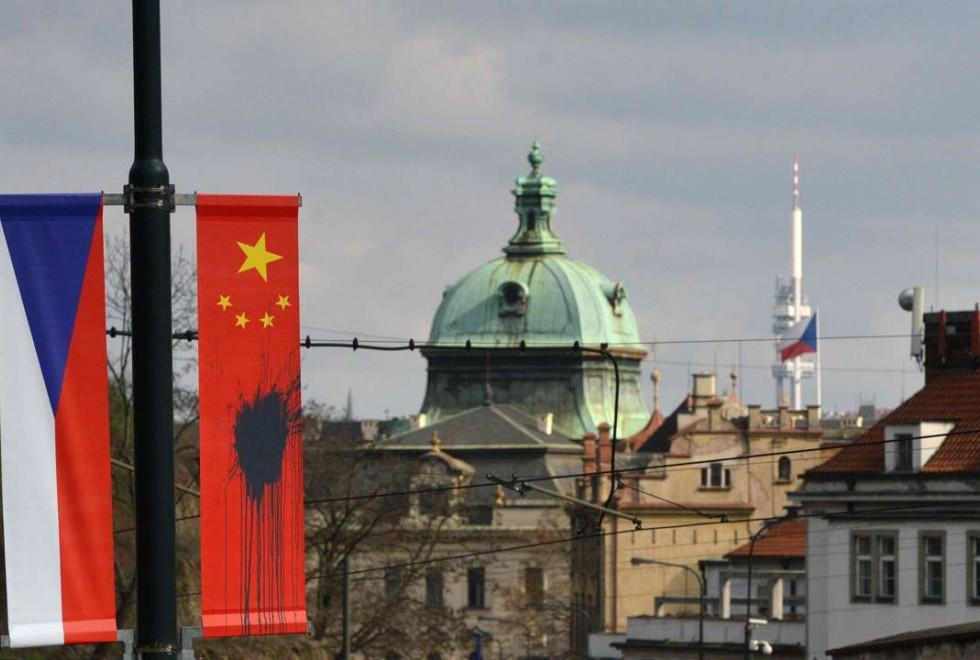 Çin Devlet Başkanı'nın Çek Cumhuriyeti ziyareti olaylı başladı