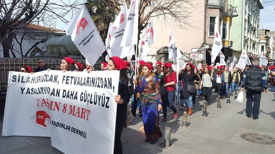 Kadınlar 8 Mart'ı yine sokaklarda kutluyor