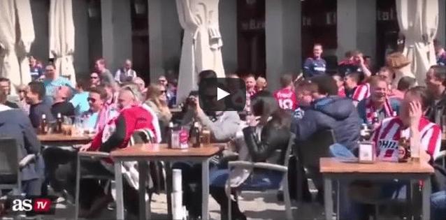 VİDEO | PSV taraftarından mültecilere insanlık dışı hareket