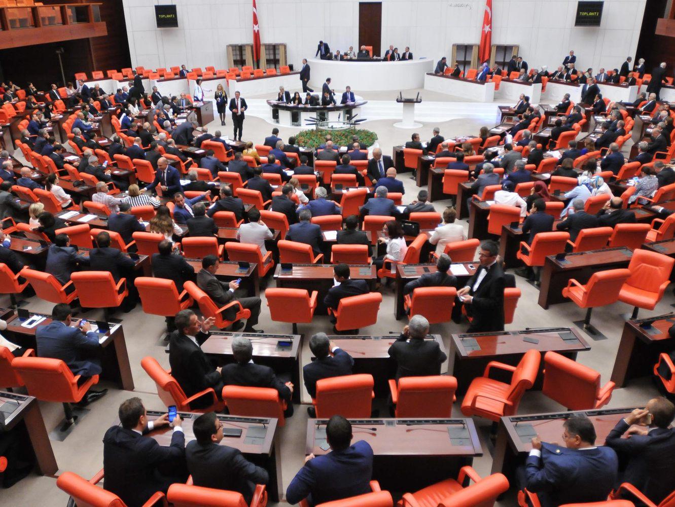 Meclis mesaisine dini ayin ayarında AKP-HDP ittifakı
