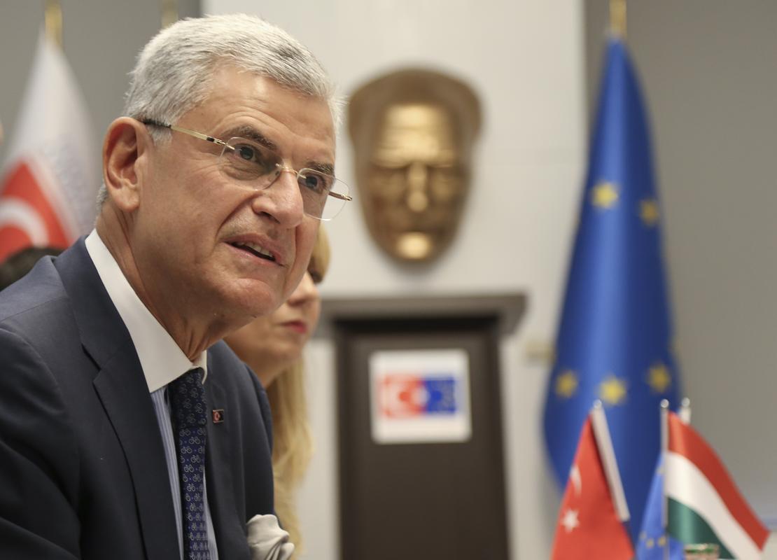 """AB Bakanı """"net"""" konuştu: Vizeler iki ay içinde ya kalkacak ya da kalkmayacak"""