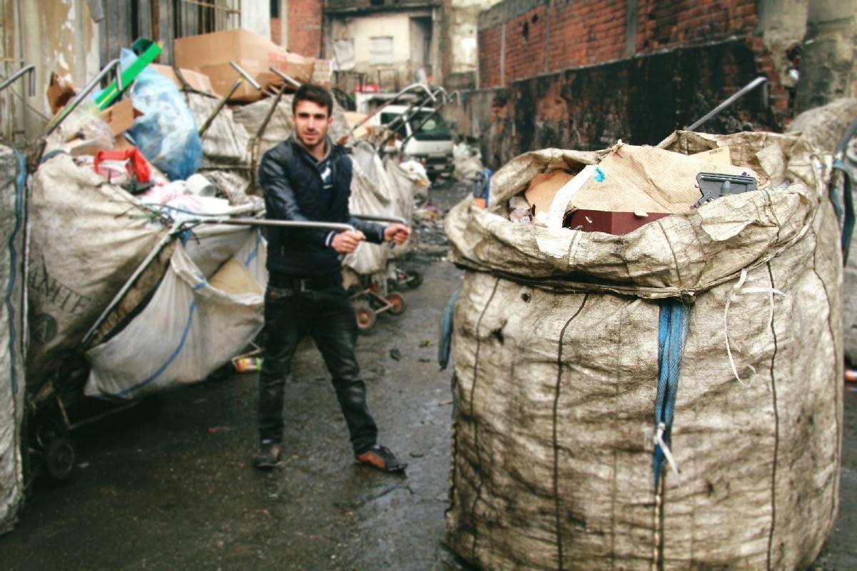 Mültecilerin çöp kavgasında 1 ölü, 5 yaralı