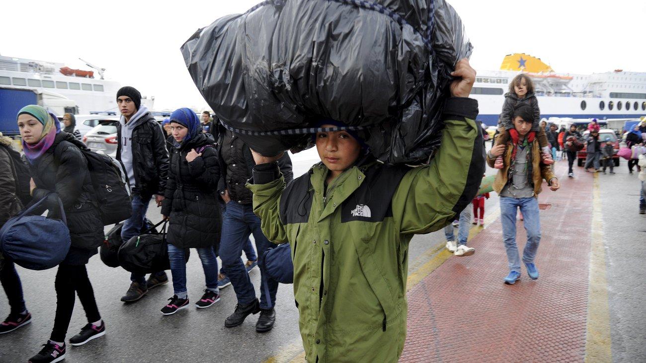 AB, göçmenleri yarın Türkiye'ye göndermeye başlıyor