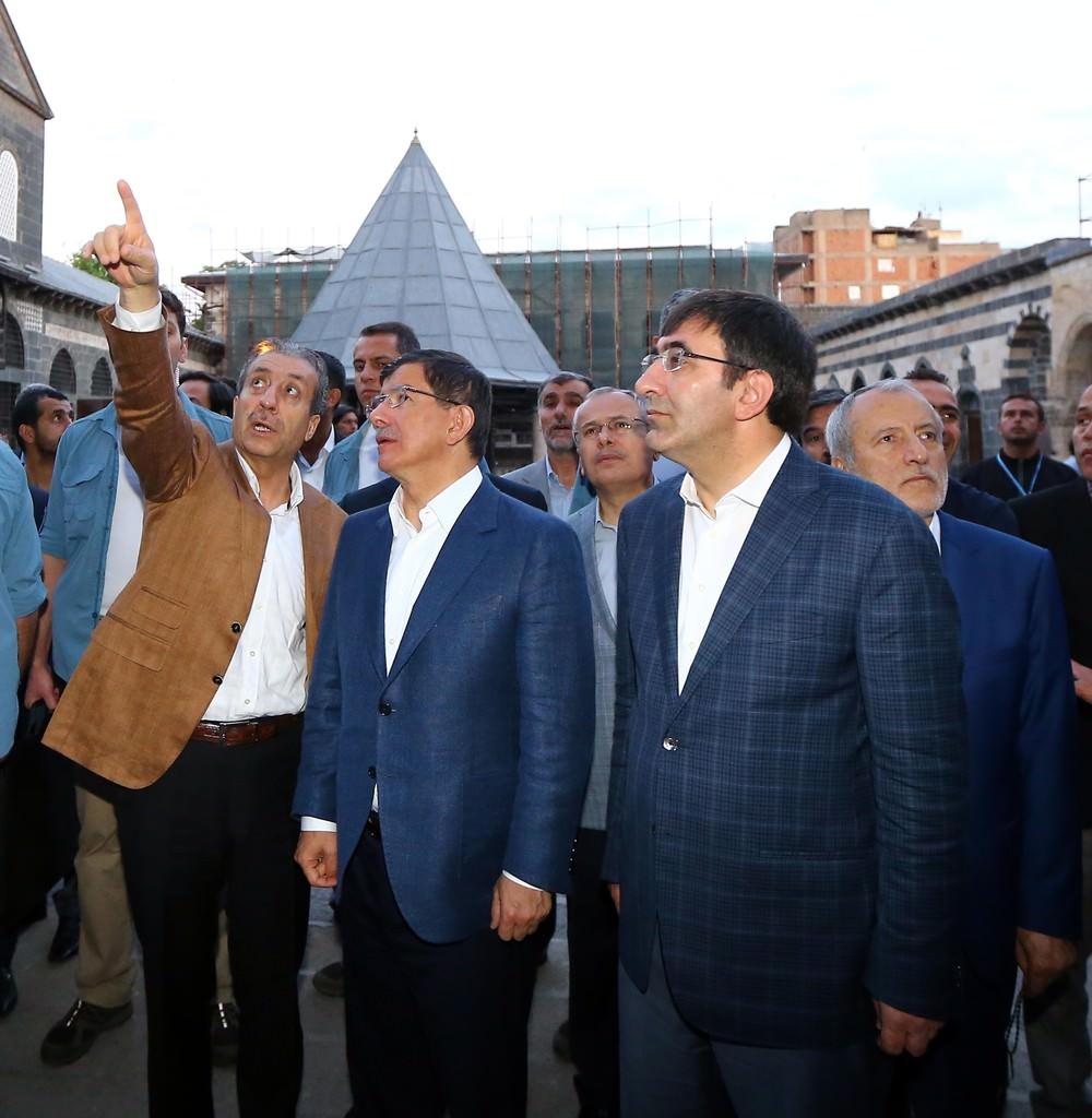 Davutoğlu: Çözüm süreci bitmedi