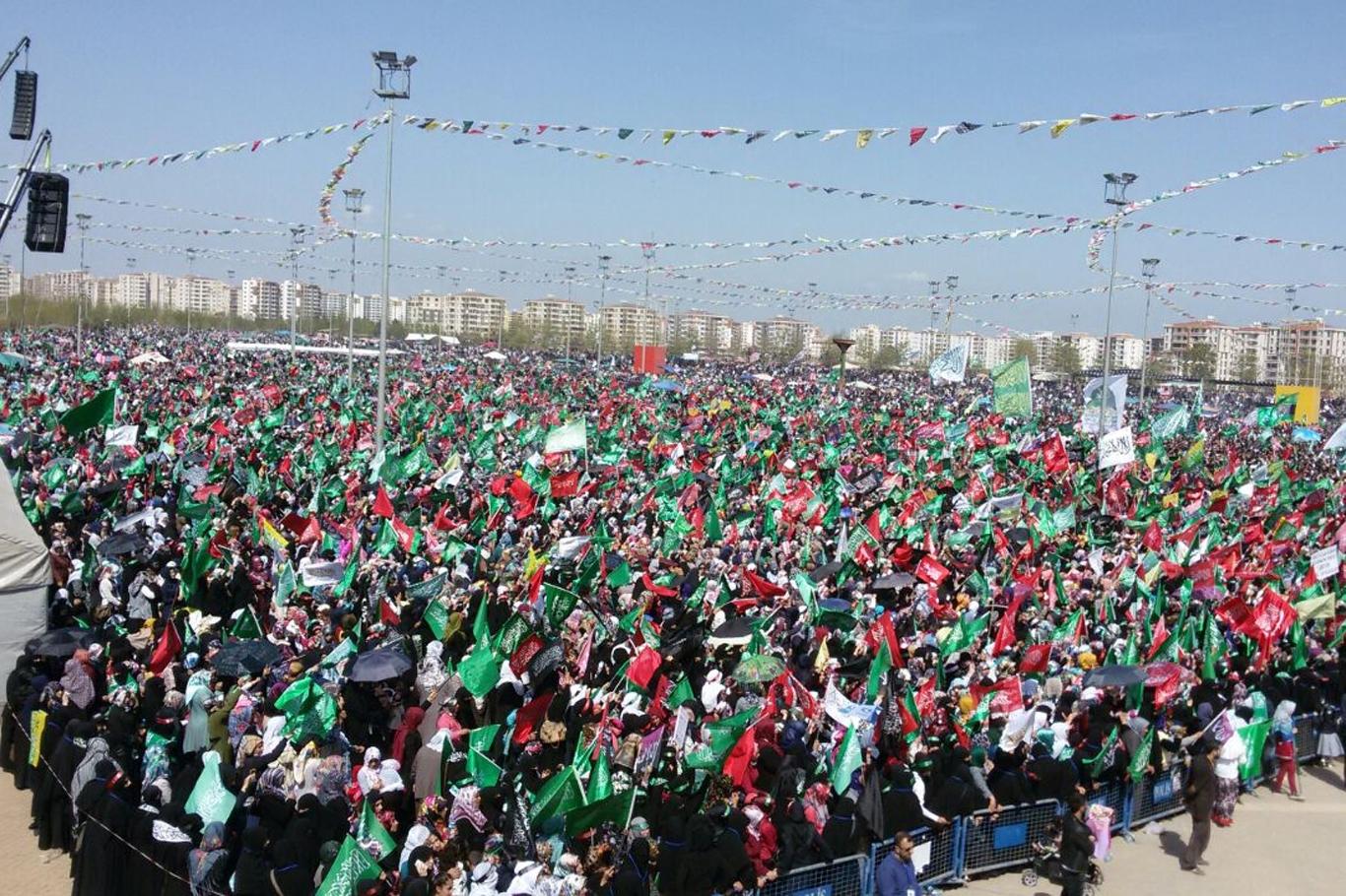 Diyarbakır'da her şey yasak, Hizbullah mitingi serbest!