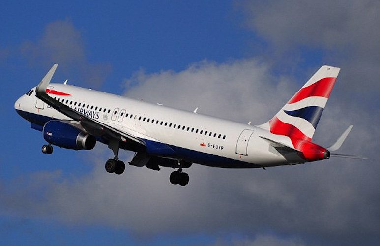 Dron yolçu uçağına çarptı